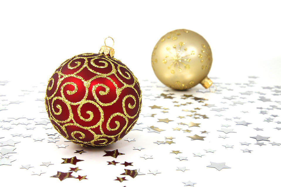 9112 red and gold christmas ornaments on a white floor with silver stars pvjpg - White And Gold Christmas Ornaments
